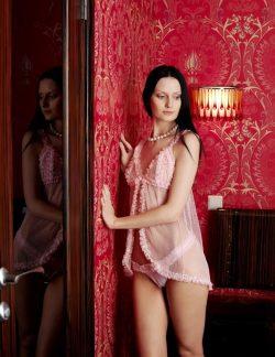 Две девушки ищут опытных мужчин для секса в Бийске